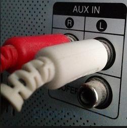 Провода для аудио в музыкальном центре