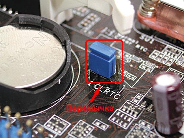 Сброс настройки BIOS с помощью перемычки CLRTC на материнской плате